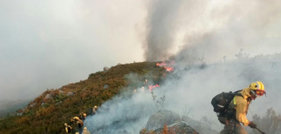 Herrera acude a la 'zona cero' del incendio de La Cabrera