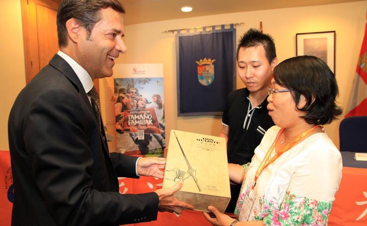 Segovia da la bienvenida a los turistas chinos
