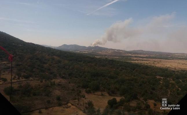 Ocho incendios permanecen activos en Castilla y León