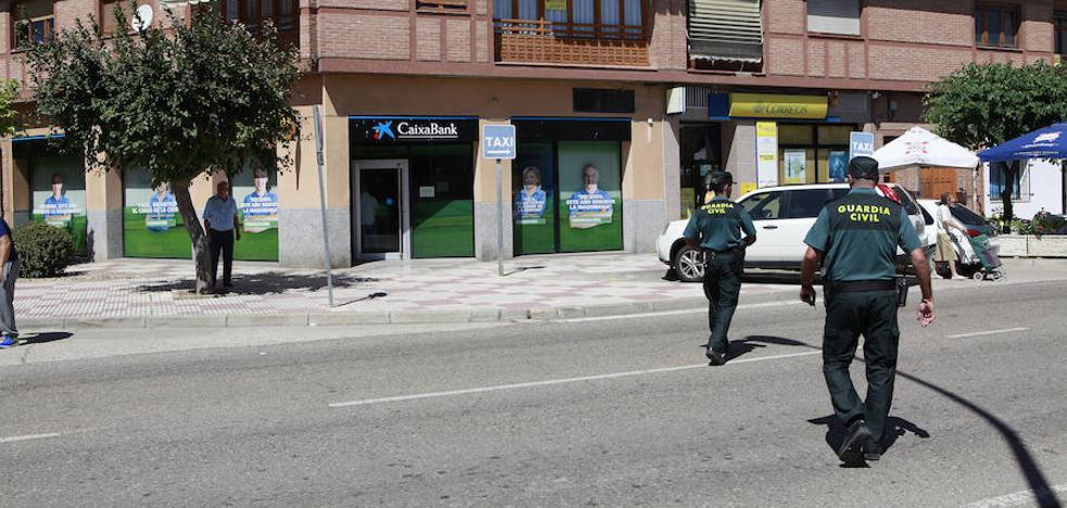 Detenidos los autores del atraco en la sucursal de CaixaBank de Dueñas