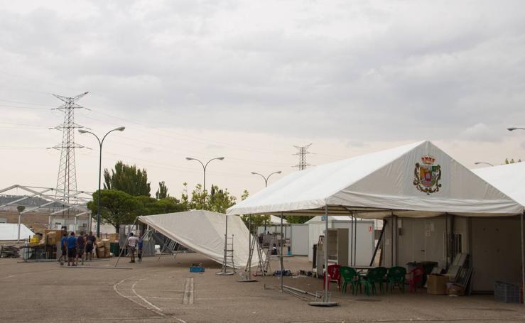 Comienza la instalación de las casetas regionales en el Real de la Feria