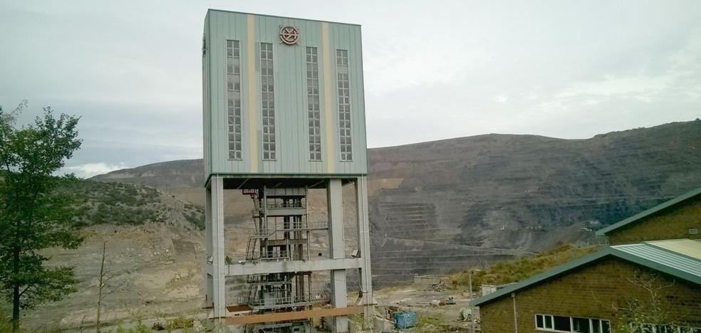 Una empresa minera leonesa derriba sus edificios al localizar bajo ellos una veta de carbón