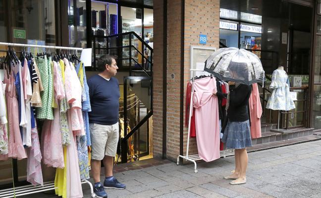 La lluvia nubla la Fiesta de las Compras en la Calle