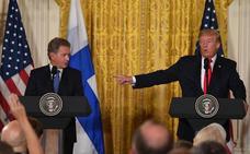 Donald Trump confunde a dos periodistas finlandesas pensando que eran la misma persona