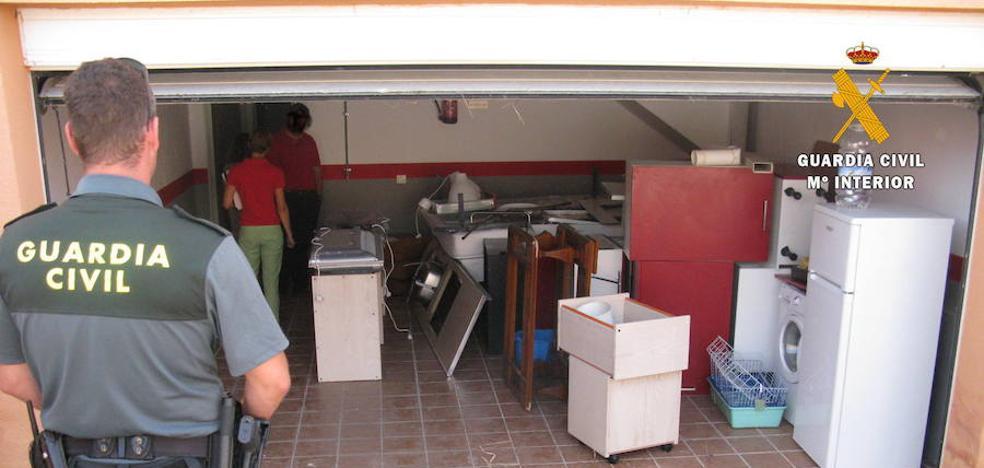 Detenidos los 'okupas' de dos chalés en Carrascal de Barregas por robar enseres a sus vecinos