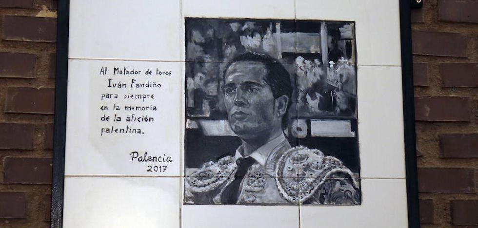 Dos mosaicos recuerdan a Víctor Barrio y Fandiño en la plaza de toros de Palencia