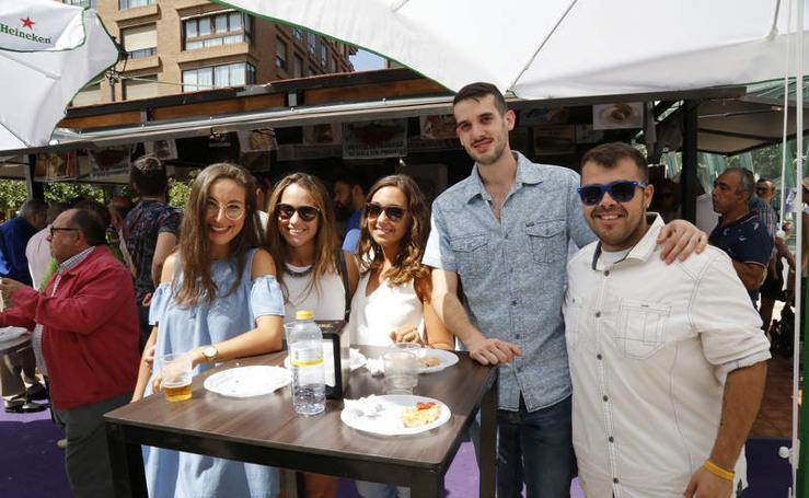 Ambiente en las casetas de la Feria de Día de las fiestas de Palencia