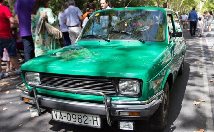 Concentración de coches antiguos en la Acera de Recoletos de Valladolid