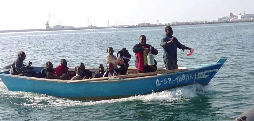 Una ONG denuncia la muerte de siete mujeres al volcar una patera interceptada en Melilla