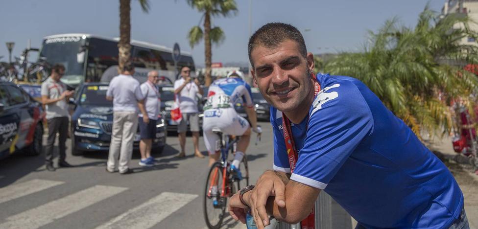 Óscar Pereiro: «La palabra 'retirada' no debería entrar en la cabeza de Contador»