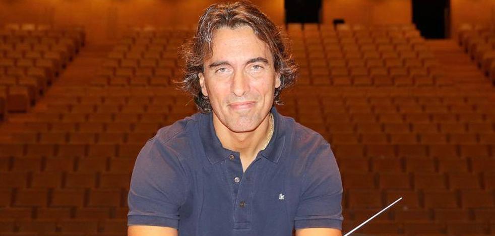 «Ser director de orquesta no dista mucho del trabajo de mis padres»