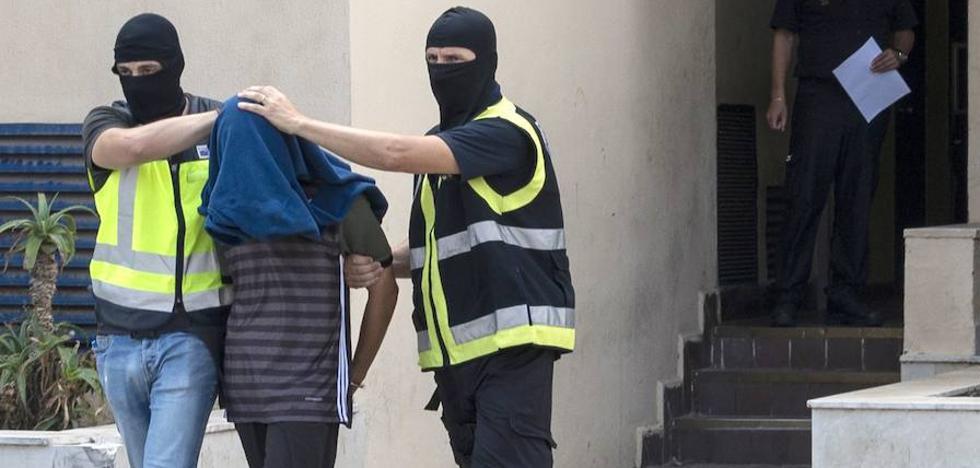 """El líder yihadista exmilitante del PP: «A veces miro a Melilla y digo """"¿La bombardeo o la dejo?""""»"""