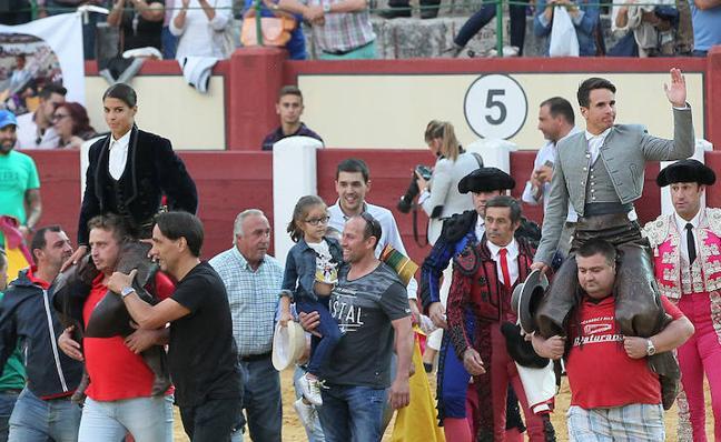 Puerta Grande para Manzanares y Lea Vicens en los rejones de Valladolid