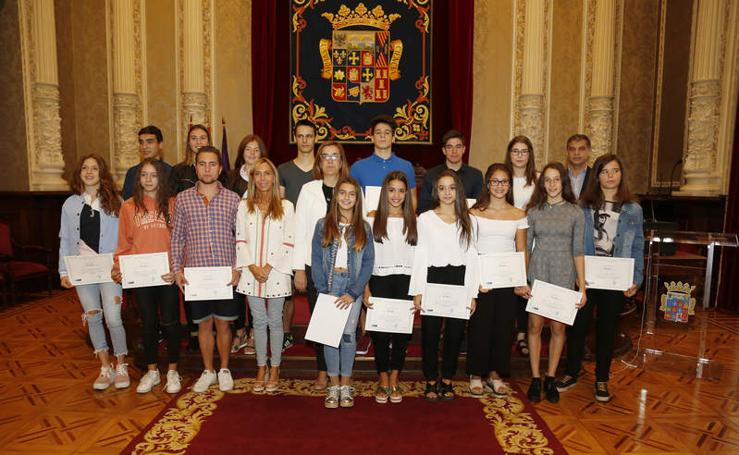 La Diputación entrega las becas a los jóvenes deportistas palentinos