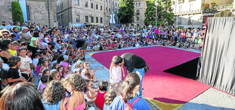 Jornada de puertas abiertas y arte en la calle para animar la jornada