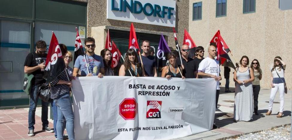 Teleoperadores de la empresa Lindorff temen una deslocalización