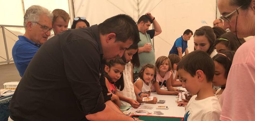 El taller de magia de la Diputación ha atraído a 200 niños este verano