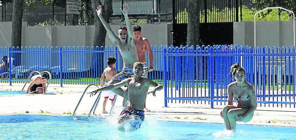 Las piscinas cierran un discreto verano con un descenso de bañistas del 17%