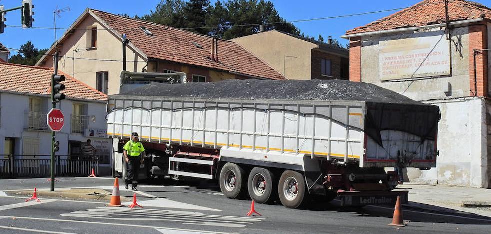 Un ciclista fallece atropellado por un camión en la travesía de San Rafael