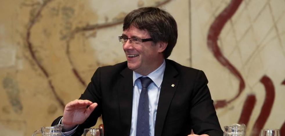 Puigdemont ironiza con la posibilidad de que el Gobierno corte la luz: «Nos regalarán una jornada romántica»