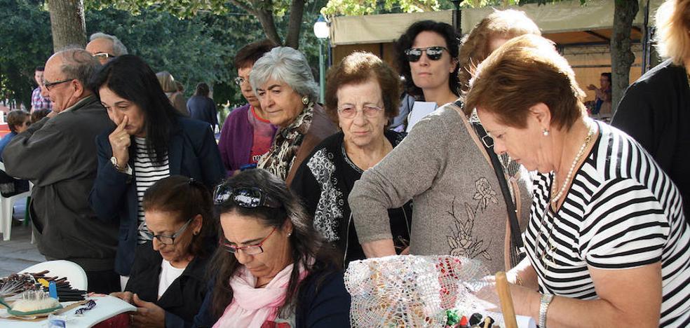 Alrededor de doscientas personas participarán en la feria 'Entre costuras y tradición'