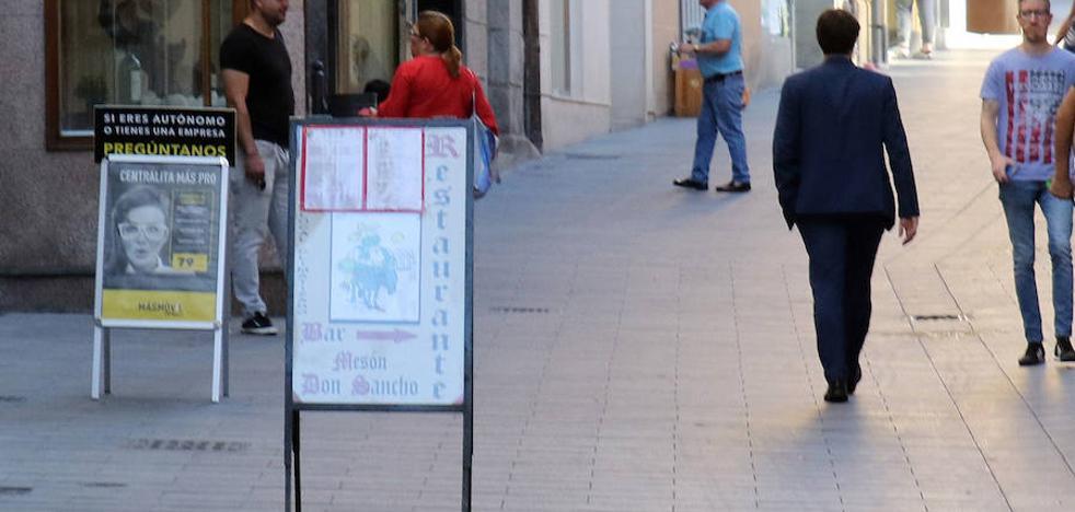 Luquero prohibirá por decreto la señalización irregular de hostelería y comercio
