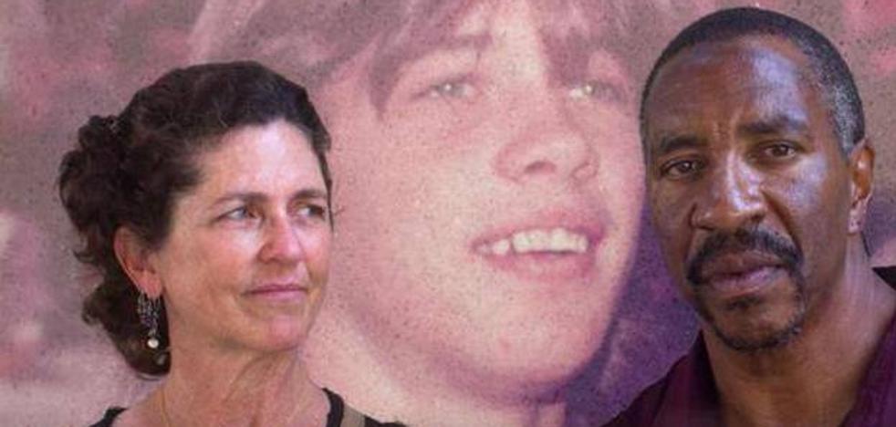 Una mujer ayudó a conseguir la libertad para el asesino de su hermano