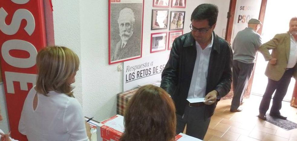 Aceves y Bayón entregan sus avales para las primarias del PSOE de Segovia