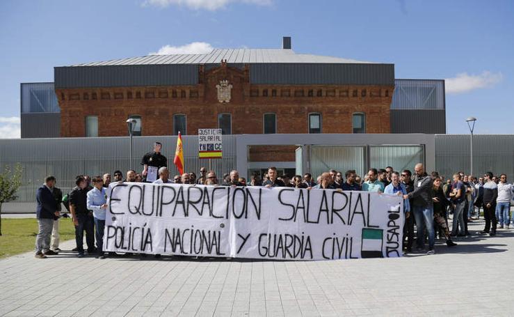 Concentración en Palencia de los cuerpos de seguridad por la equiparación salarial