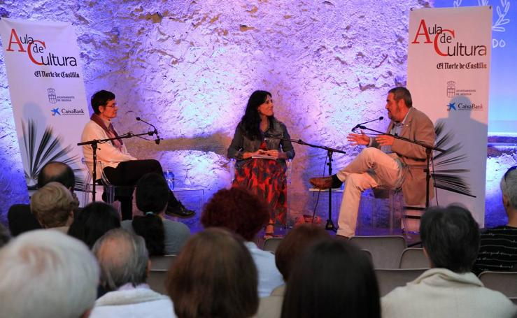 La poesía de Raquel Lanseros protagoniza una nueva sesión del Aula de Cultura de El Norte en Segovia