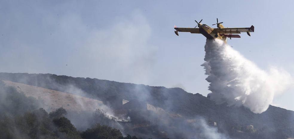 Las 22 medidas del PSOE para acabar con la «cultura del fuego» en los montes