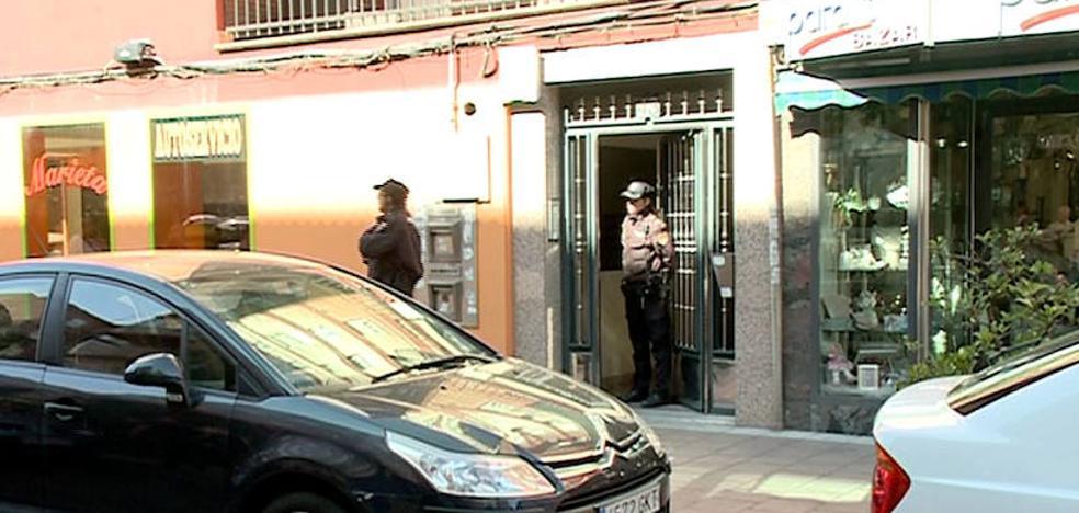 La Policía Judicial realiza un registro en el piso donde vivía la niña Sara