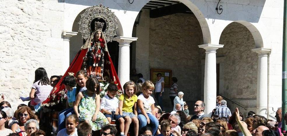 La vigilia y el rosario de antorchas preludian la romería del Henar