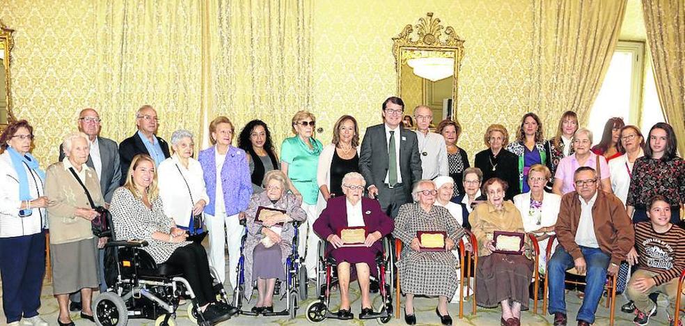 El Ayuntamiento homenajea a cuatro centenarias con motivo de las fiestas locales