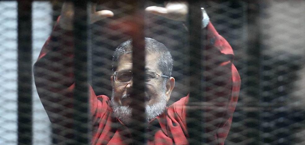 Confirman la cadena perpetua al expresidente egipcio Mursi por espionaje