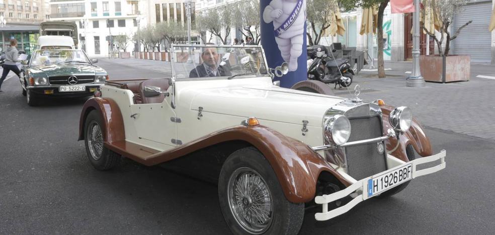 Más de 300 modelos de coches clásicos llenan Valladolid