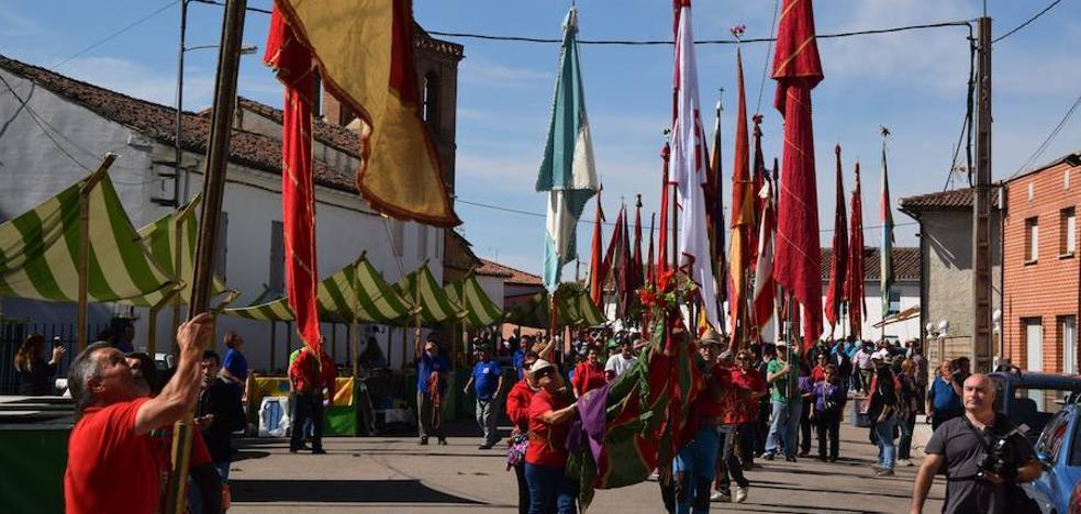 Estandartes de Palencia, León y Zamora, en un encuentro en Poza de la Vega