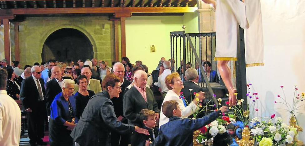 La fe religiosa y los tamborileros ponen el broche final a las fiestas