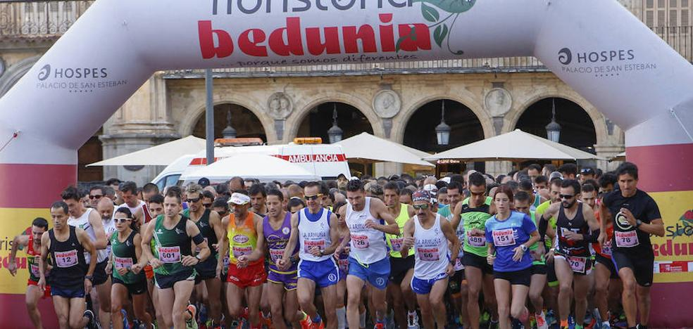 Clamor atlético contra la violencia de género en la Plaza Mayor de Salamanca