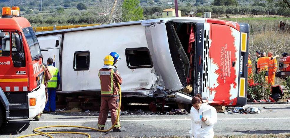 Archivada la causa contra el conductor del bus accidentado en Tarragona que dejó 13 muertos
