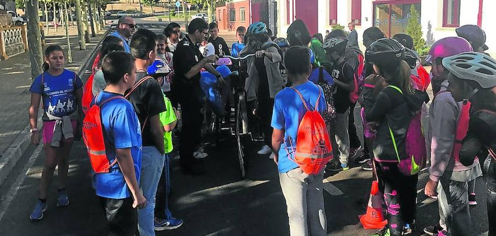 Los escolares aprenden normas de seguridad en la Semana de la Movilidad