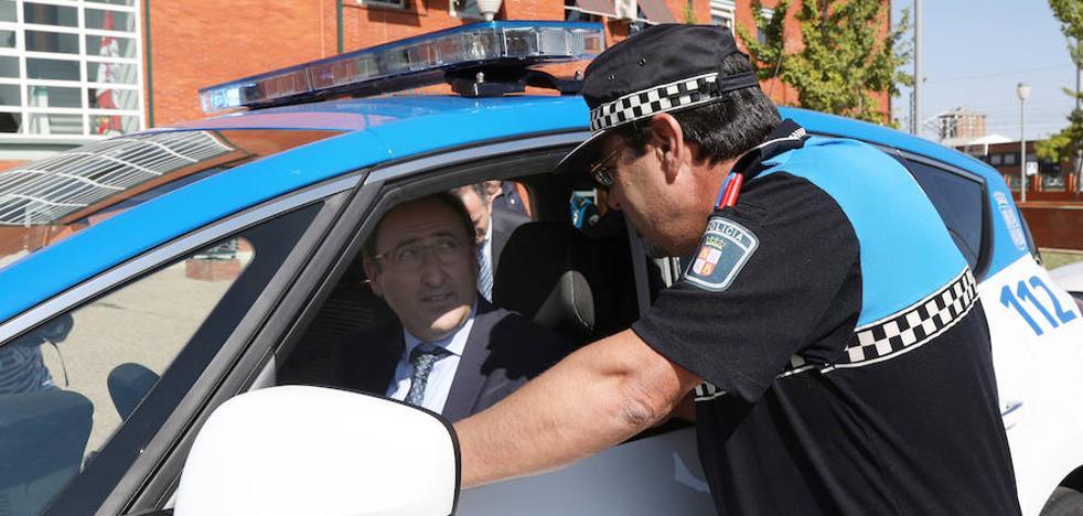 La flota de vehículos de la Policía Local de Palencia se renovará con coches eléctricos