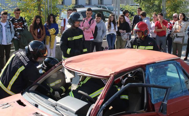 Simulacro de salvamento en el instituto Felipe VI de Segovia