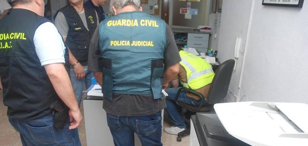 La Guardia Civil detiene a siete personas por importación y venta irregular de vehículos