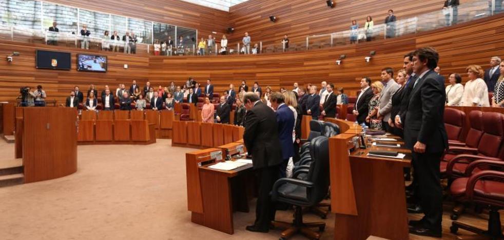 El PP rechaza en las Cortes pedir a la Junta la gratuidad de los libros de texto