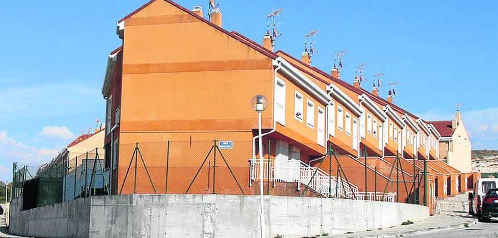 Vecinos de una urbanización de Cuéllar expresan su temor por la presencia de 'okupas'