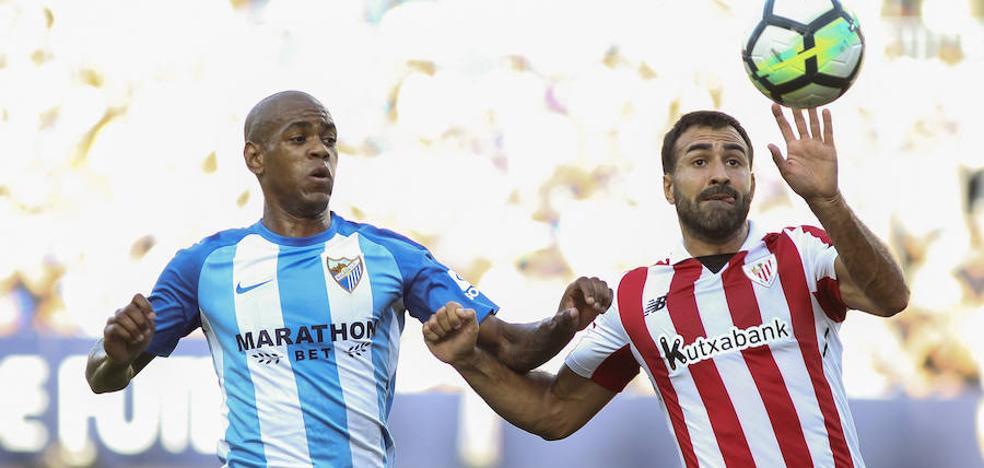 El Málaga rescata su primer punto