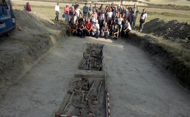 La policía judicial controla las siete exhumaciones de Cobertelada a petición de la jueza de Almazán