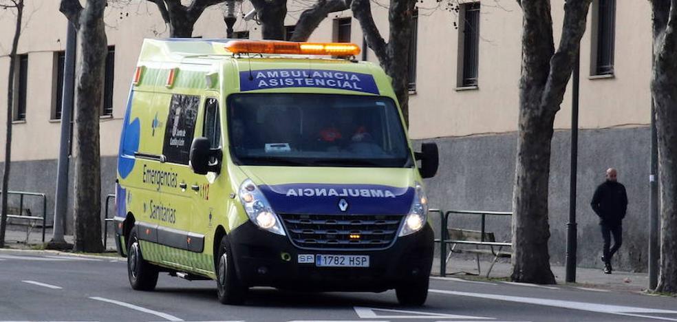 Herido un camionero tras salirse de la vía en Vega de Valdetronco