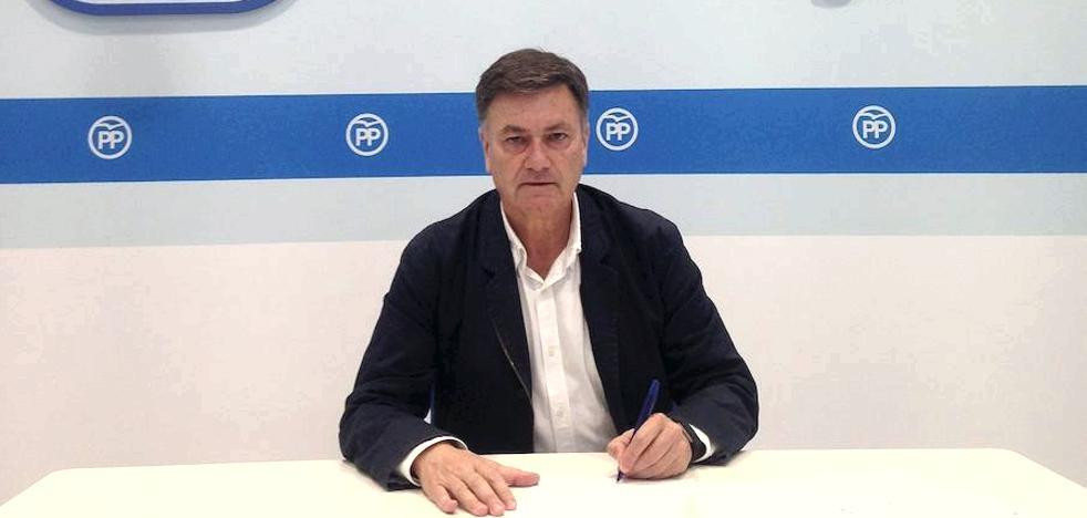 Francisco Vázquez rubrica el apoyo a los alcaldes catalanes